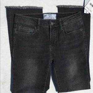 Free People New w/ Tags Size W 24 Cropped Jeans